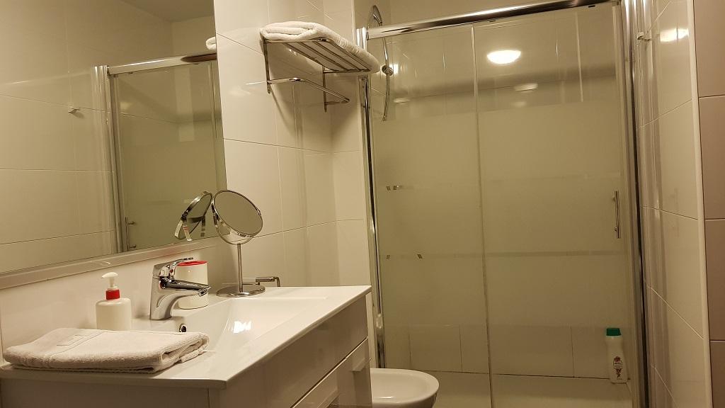 puerta-muralla-baño-2D-2